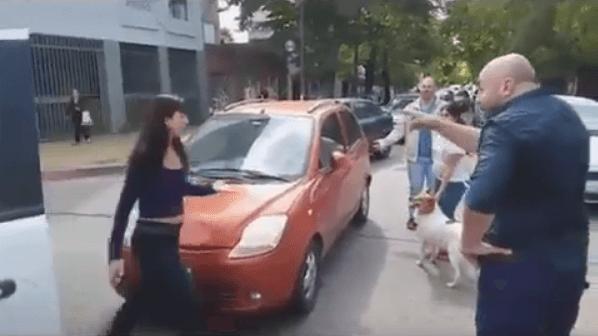 [VIDEO] Abandona perro en la calle (y se lo recriminan)